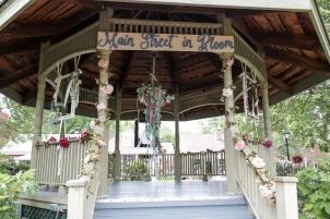 19-5 Main St In Bloom WEBsize-4117